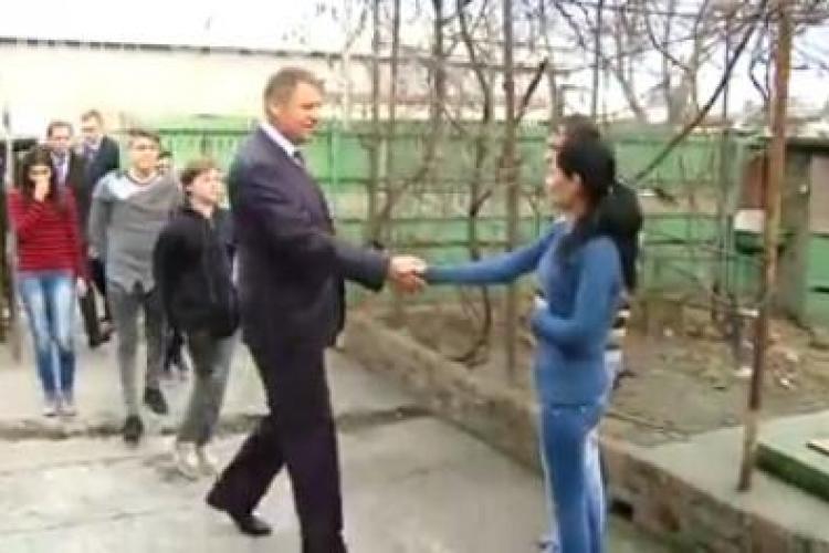 Gestul lui Iohannis în Ajunul Crăciunului. Ce surpriză i-a făcut unei fete de 14 ani VIDEO