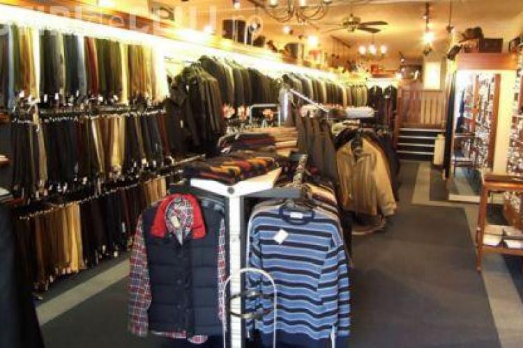 Minori prinși la furat de haine în Polus. Se chinuiau să distrugă sistemele antifurt
