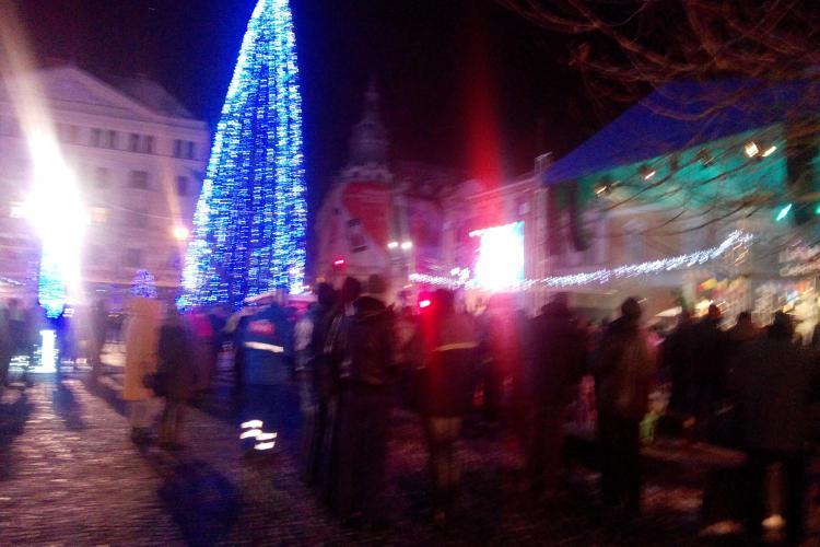 Au început concertele de Revelion din Piața Unirii. Clujenii încep să se strângă FOTO