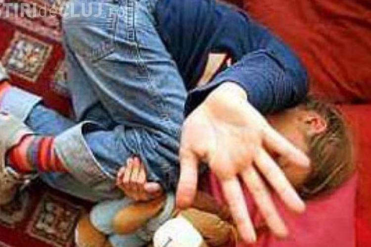 O femeie condamnată pentru că și-a bătut copilul a fost arestată la Turda