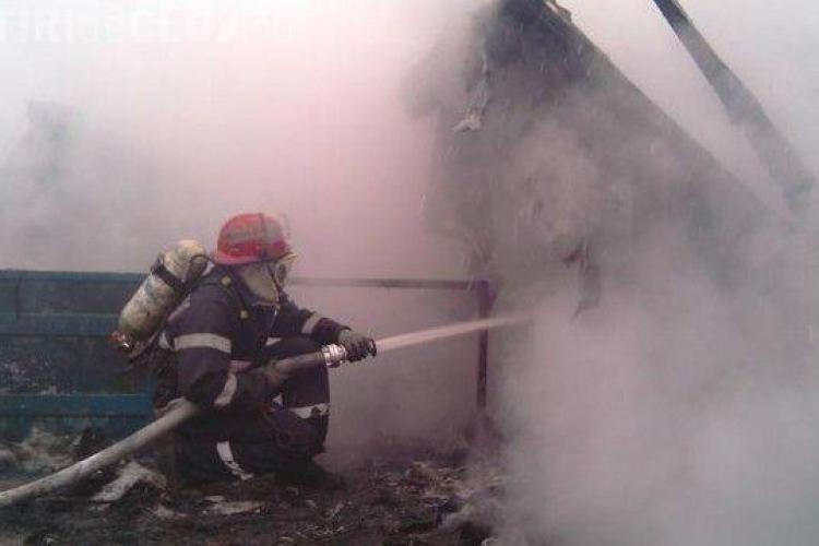 Incendiu PUTERNIC la Cluj. O persoană a murit intoxicată cu fum