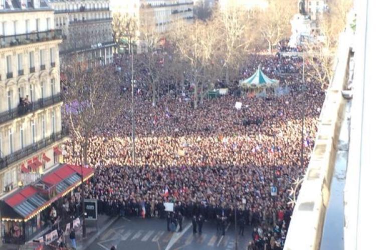 Peste un milion de oameni au ieșit pe străzile Parisului în memoria persoanelor ucise de teroriști VIDEO LIVE