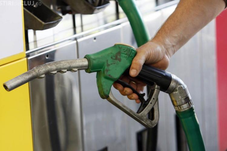 Prețul benzinei a scăzut sub 5 lei. Unde se găsește cel mai ieftin carburant