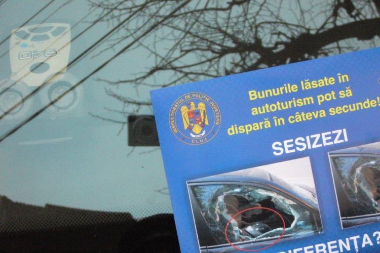 Polițiștii din Cluj au distribuit 7.000 de pliante pentru prevenirea furturilor din autoturisme