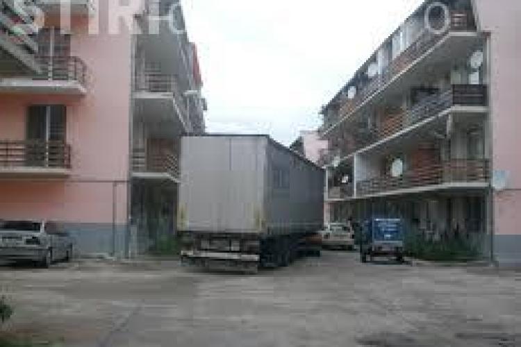 Hoți prinși la furat centrale termice în Florești. Se cățărau pe balcoane pentru a da spargeri