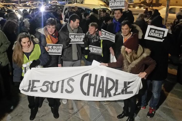 Cluj: 600 de oameni la un marș în memoria victimelor de la Charlie Hebdo - VIDEO și FOTO
