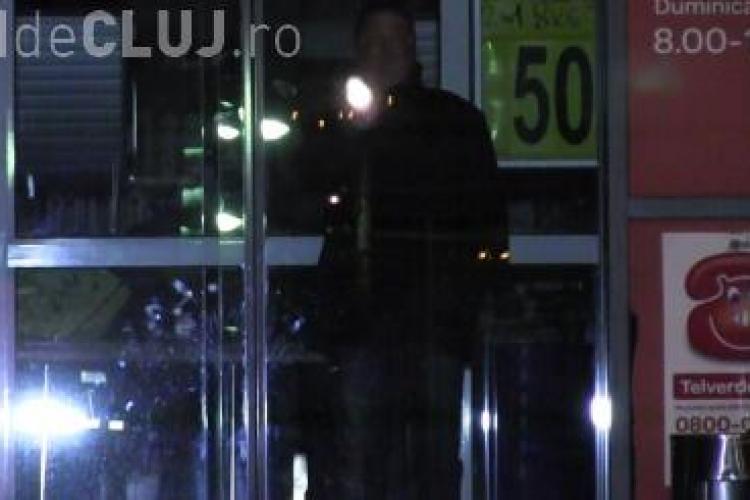 """Au rămas """"captivi"""" în singurul supermarket din Dej - VIDEO"""