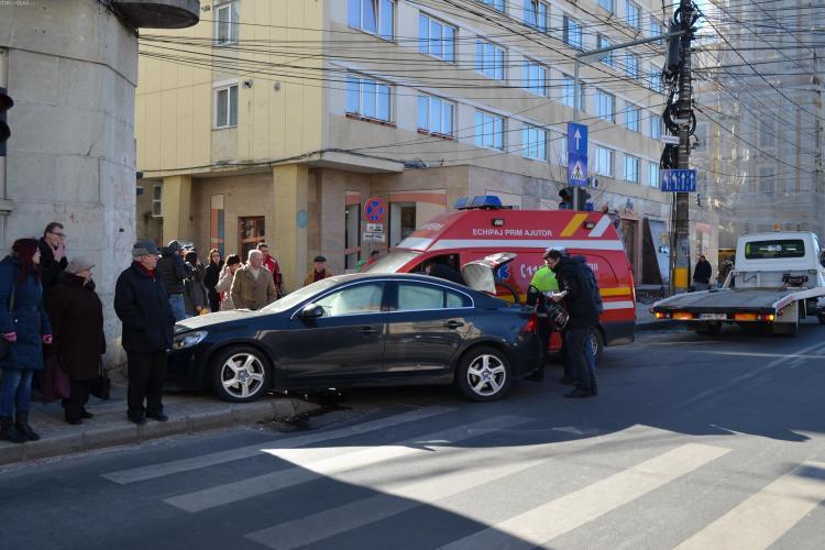 Ambulanță SMURD lovită de un șofer în centrul Clujului: A zis că nu m-a văzut deloc - VIDEO