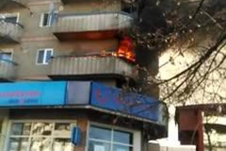 """Incendiu la un apartament! """"Tanti"""" de la 112 a răspuns numai după trei apeluri"""