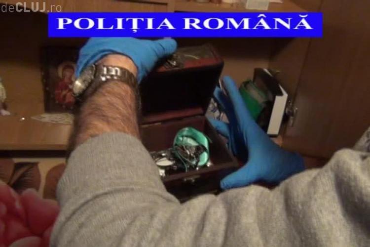 Ceasuri, bijuterii, laptop-uri și un ATV, descoperite de polițiști la Cluj în urma perchezițiilor la spărgătorii de locuințe VIDEO