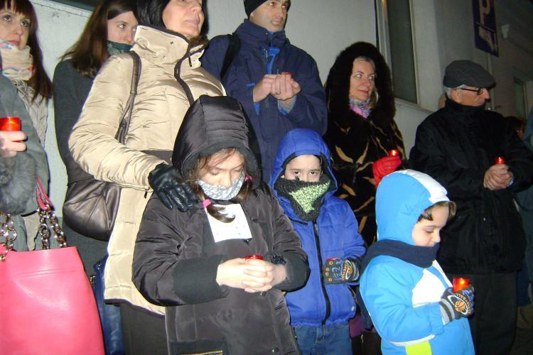 Rugăciune împotriva avortului la Cluj. Oamenii s-au adunat în fața Clinicii Stanca - FOTO