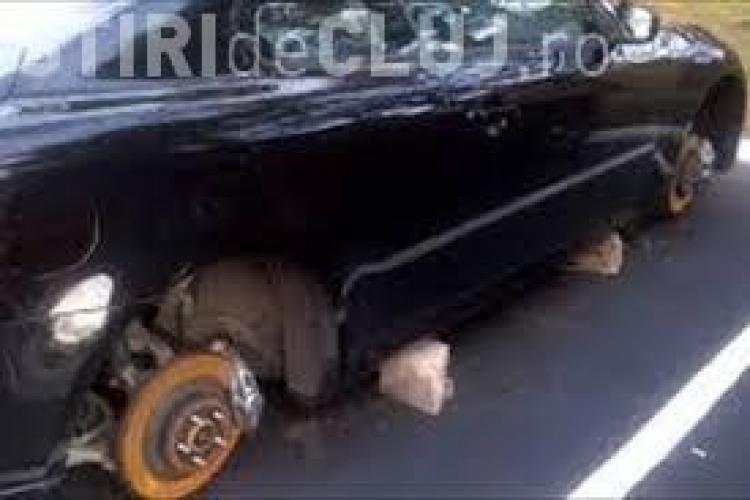 Hoț de anvelope, prins în flagrant la Cluj, încercând să demonteze roțile unei mașini. Polițiștii l-au fugărit ca în filme