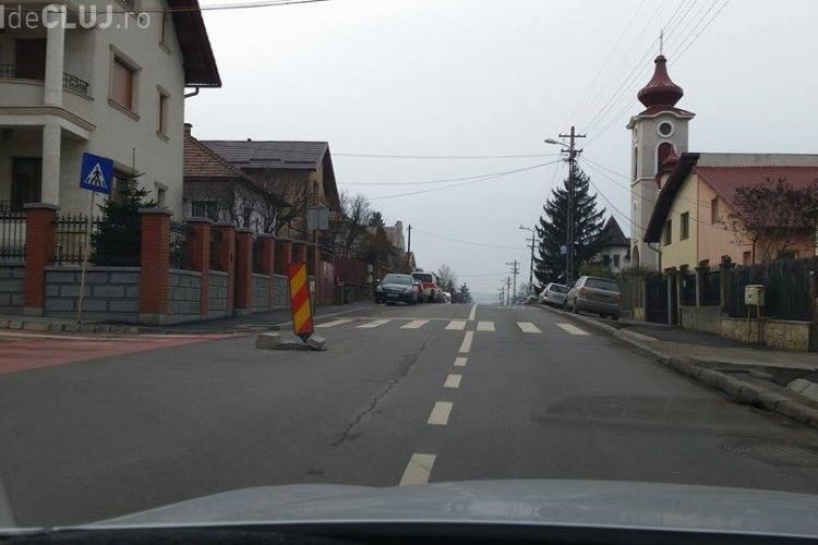 În Gruia, lângă stadionul CFR Cluj, Dorel a semnalizat o gaură de canal, dar a UITAT să o și repare - FOTO