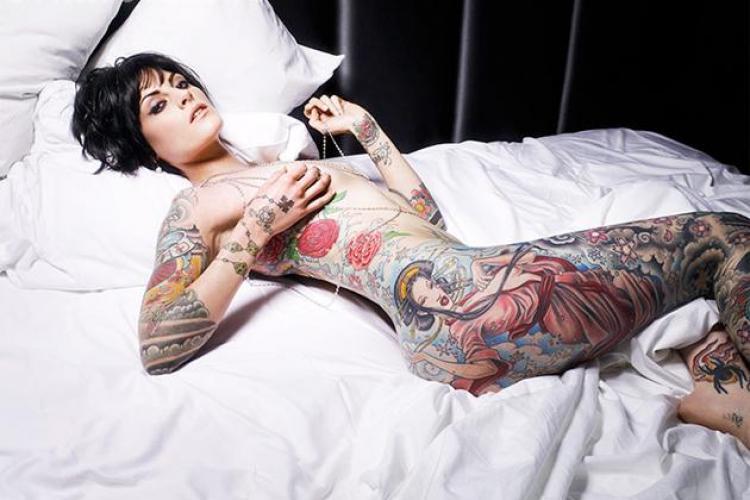 Scrisoare către pițipoancele tatuate. Le desființează!