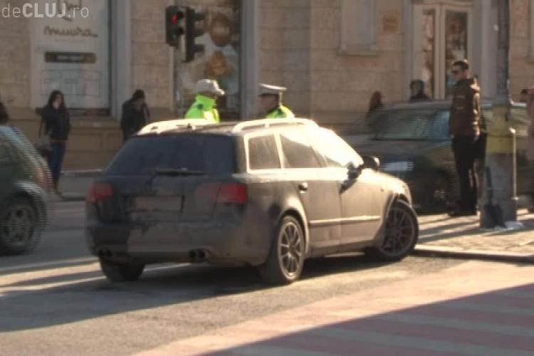 A parcat la Cluj fix în intersecție și i-au ridicat mașina - VIDEO