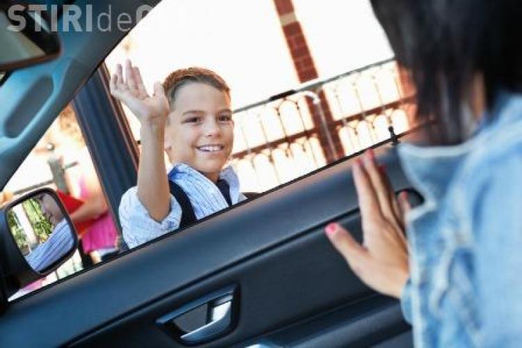 Locuri de parcare rezervate pentru părinții clujeni care își duc copiii la școală cu mașina