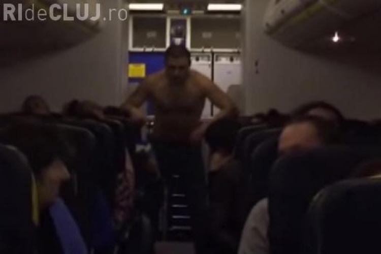 Un pasager s-a dezbrăcat la bordul unui avion. Era beat și a făcut SCANDAL - VIDEO
