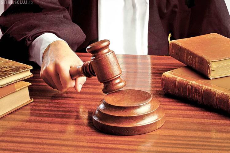Un dejean a violat o minoră de 15 ani în timp ce se afla sub arest la domiciliu, dar judecătorul nu a vrut să-l bage la închisoare