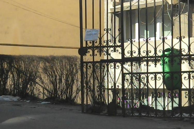 Taximetrele nu mai au acces în curtea Spitalului Județean Cluj. Acuzațiile sunt de ambele părți