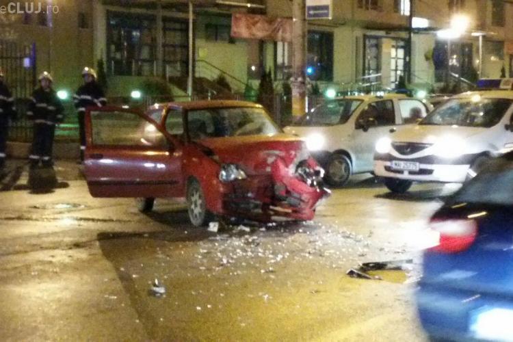 Accident pe Teodor Mihali cu doi șoferi BEȚI! Un Fiat s-a lovit ca de un ZID de un 4X4 - VIDEO