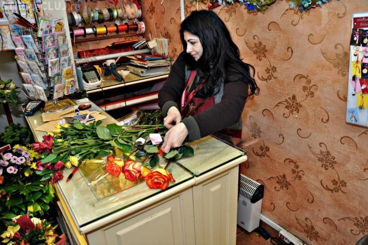 Florăresele din Cluj au primit FLORI de 8 martie - FOTO