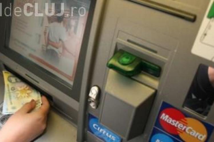Unei clujene i-au furat banii când îi scotea de la bancomat