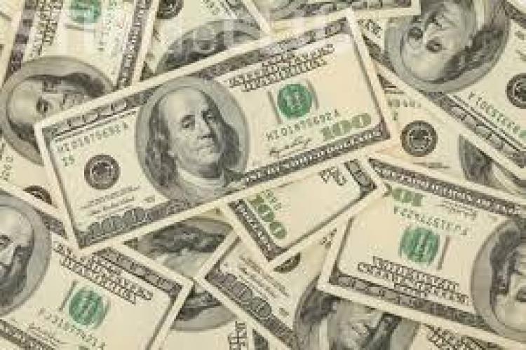 Dolarul a crescut la cursul oficial. Ce scumpiri urmează