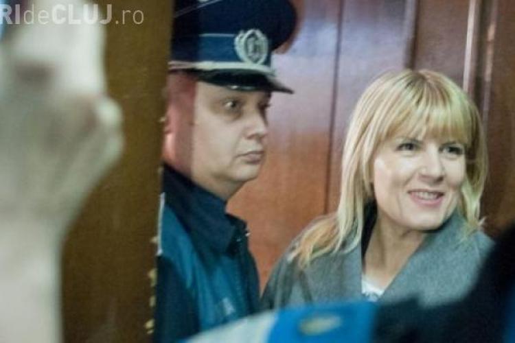 RUXANDRA DRAGOMIR o apără pe Udrea pe Facebook
