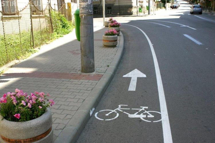 Străzile din Cluj-Napoca devin mai înguste și aglomerate! Apar piste de bicicliști pe stradă - FOTO