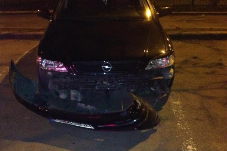 Mașina unui clujean, lovită în parcarea din centrul Clujului - FOTO