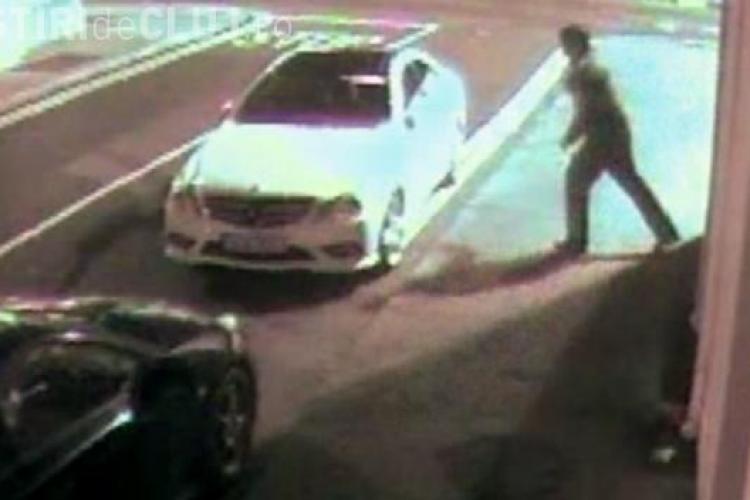 Mercedes vs. hoț! Și-a dat singur KO încercând să spargă mașina cu o cărămidă - FUNNY VIDEOS