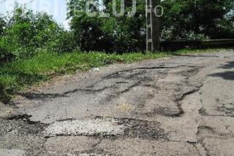 Strada Sf. Ioan, spre Făget, așteaptă asfalt de ani de zile. Până acum au fost numai MINCIUNI