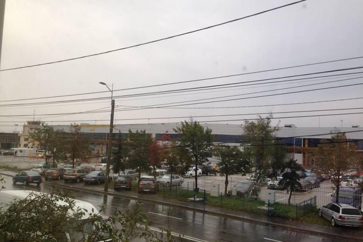 Stand de taxi în fața Aeroportului Cluj, pe strada Traian Vuia. Susțineți PROPUNEREA?