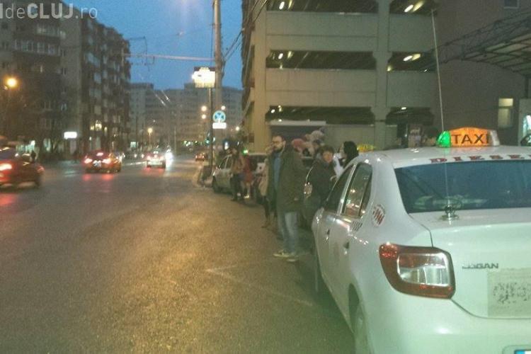 Clujul e orașul NIMĂNUI! Taximetriștii parchează cum vor, iar Poliția Locală e inexistentă - FOTO