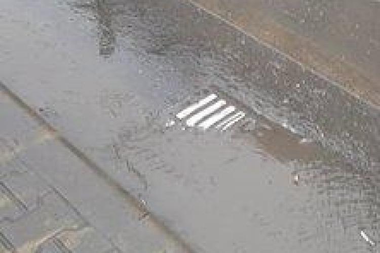 Un clujean îl întreabă pe Emil Boc, pe Facebook, de ce sunt colmatate canalizările din oraș