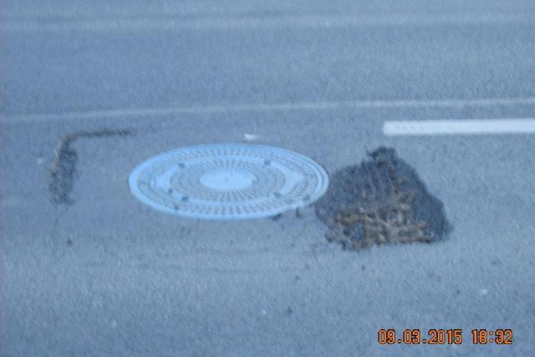 Strada Traian Vuia CEDEAZĂ la câteva luni după asfaltare: Oare este normal? - FOTO