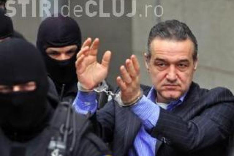 Gigi Becali este la un las de eliberare. Instanţa i-a admis cererea, dar mai urmează contestația