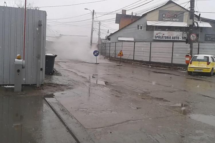 La Cluj-Napoca se fac asfaltări pe ninsoare - VIDEO