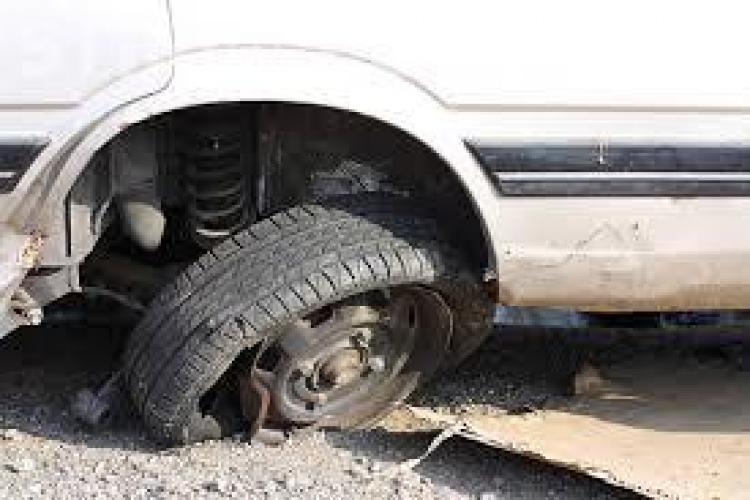 Puțini clujeni care și-au avariat mașinile în gropi au dat în judecată Primăria