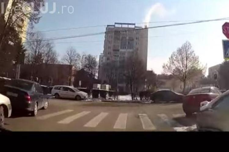 """La Cluj și trecerile de pietoni sunt """"locuri de parcare"""". Cum își lasă unii șoferi mașinile VIDEO"""
