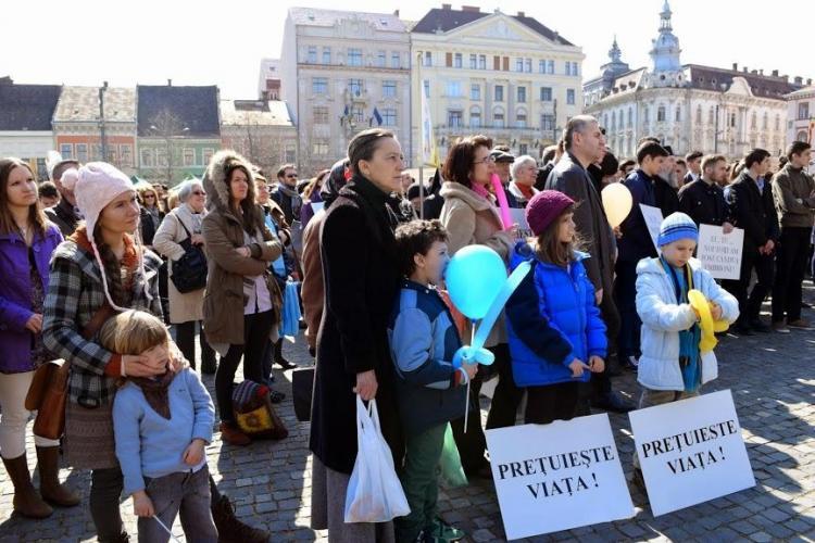 Peste 2.000 de oameni la marșul pentru viață de la Cluj FOTO