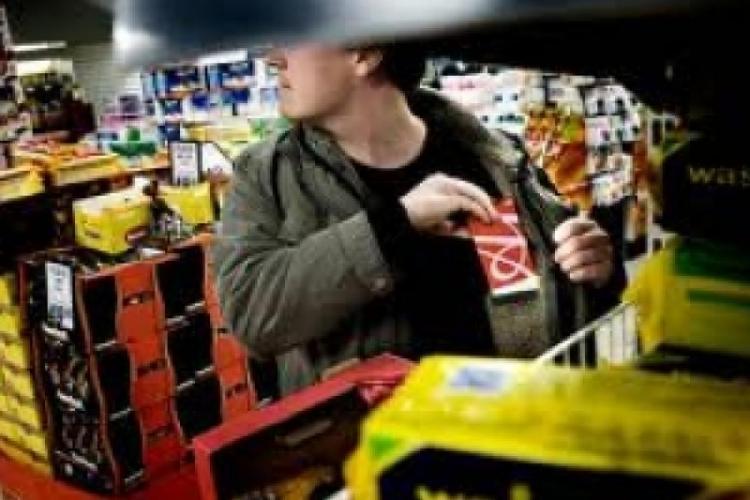 Clujean, prins de paznici la furat în supermarket