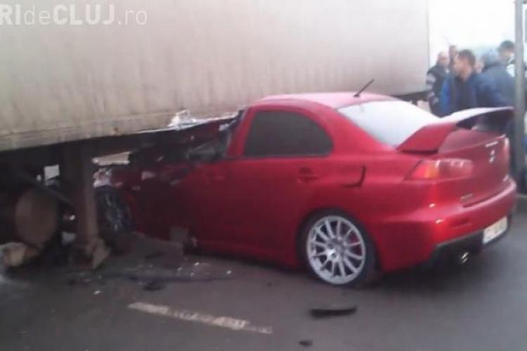 Accident în Gilău! A intrat cu mașina sub un TIR