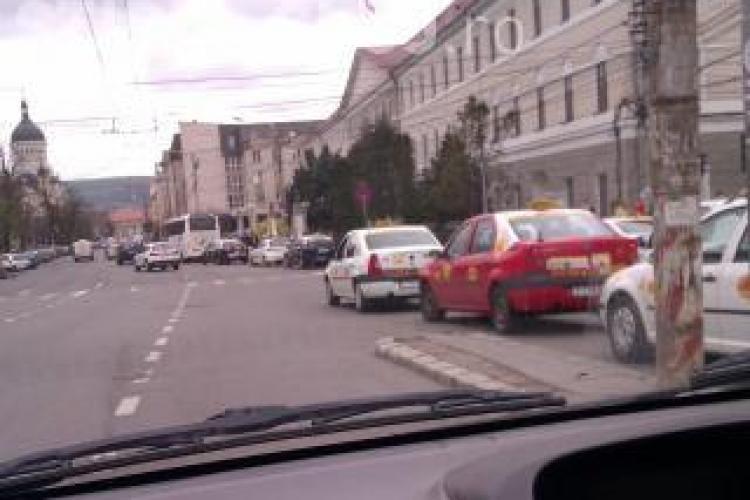 Șoferi nemulțumiți de traficul de dimineață din centrul Clujului: Un echipaj de poliție să gestioneze traficul