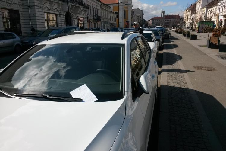 Poliţia Locală Cluj-Napoca nu îi amendează pe şmecherii cu BMW şi insignă de poliţist în geam - FOTO