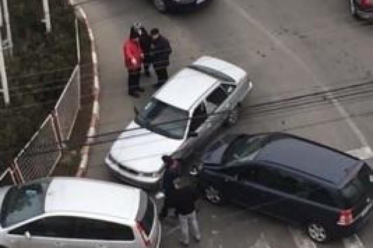 Accident în Piața Abator, lângă LukOil! Trei mașini s-au LOVIT - VIDEO