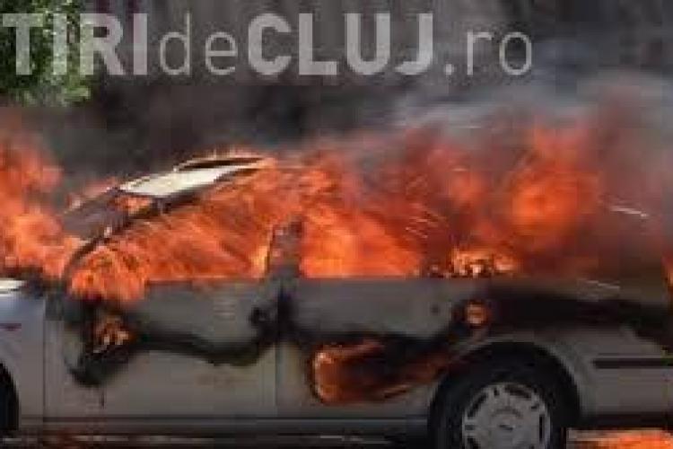 O mașină a luat foc la Iulius Mall Cluj
