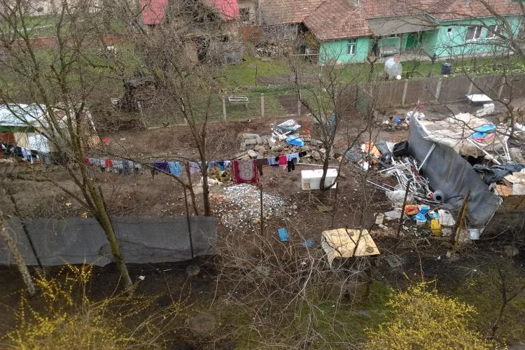O șatră de romi a pus stăpânire pe un teren de pe Aleea Bâlea, din Mănăștur - FOTO