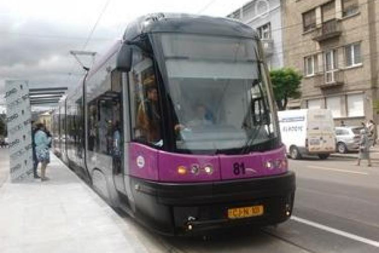 Circulația tramvaielor 100 și 102 se suspendă temporar