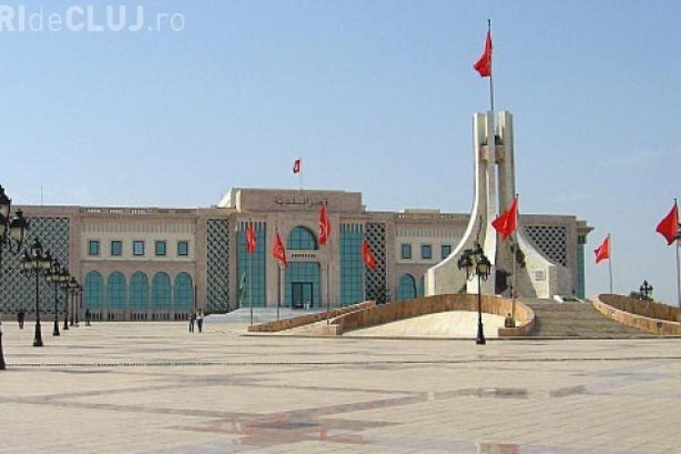 Tunisia: Cel puțin opt turiști au fost UCIȘI și alții sunt luați ostatici